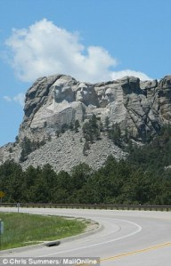 335BD71E00000578-0-Mount_Rushmore-a-23_1461683447087